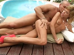 Brunette shows hardcore tricks with passion and desire