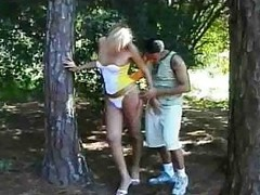 Pauper plays with a Tgirl alfresco