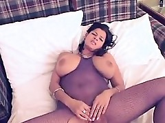 Queen with giant natural boobies Manda from 1fuckdatecom