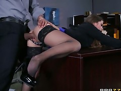 Brunette Karlo Karerra gives unthinkable blow job pleasure to hard cocked bang buddy by engulfing his cock