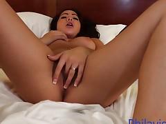 Sexy Morgan Lee rubs her warm slot