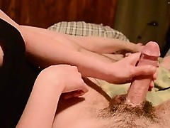 Hd cleavage handjob Goldie from 1fuckdatecom