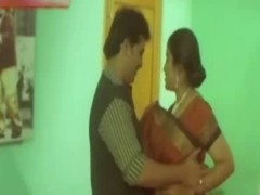 Hawt Indian Aunty try to satisfy her Customer in Tourist house