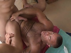 Gay masseur is giving stud a orallservice session