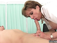Unfaithful uk mature lady sonia displays her heavy tits