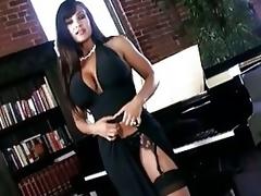 Scorching Hot Lisa Ann Shows Off...
